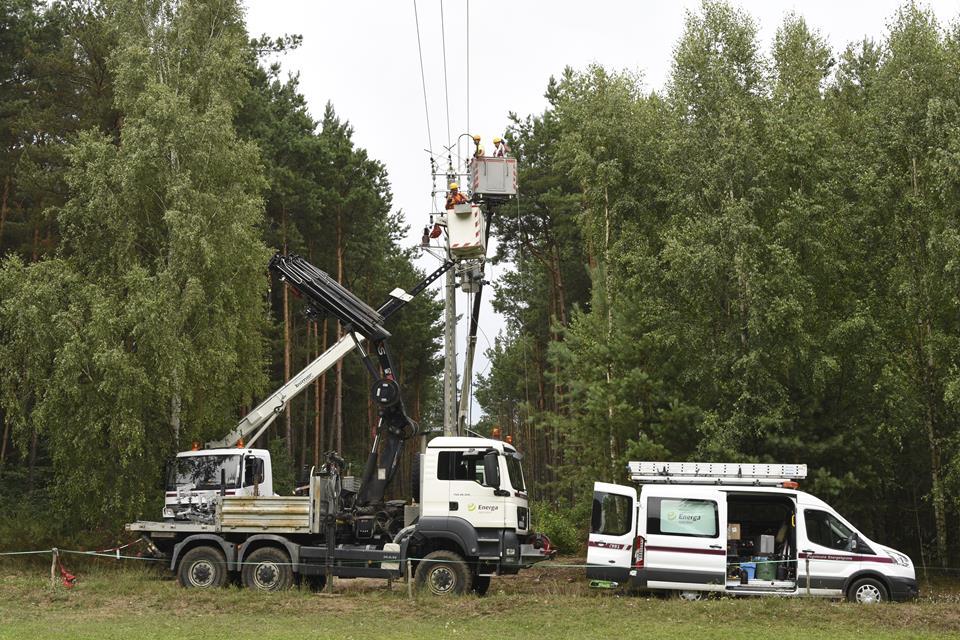 Firma Energa-Operator montuje 1180 rozłączników napowietrznych i 1148 rozdzielnic