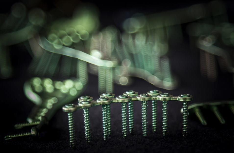 Śruby do implantów ortopedycznych