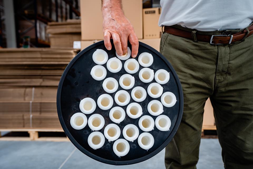 Filtr składa się z filcowych rurek pokrytych teflonem