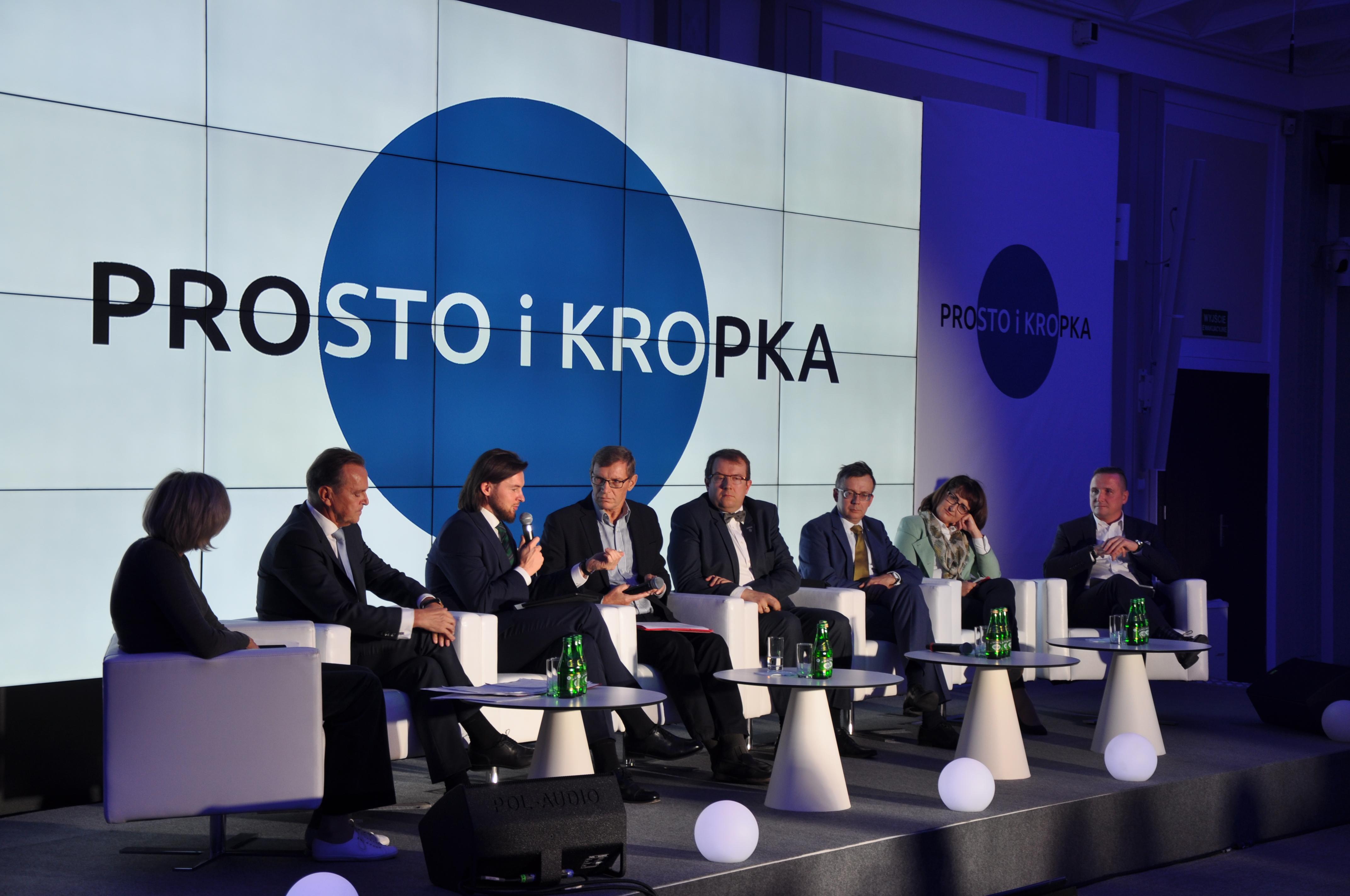 """Debata panelistów podczas Forum Na Rzecz Prostego Języka """"Prosto i kropka"""""""